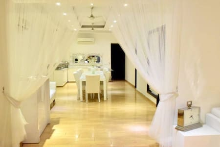 Beautiful and exquisite rooms - Noida - Bed & Breakfast