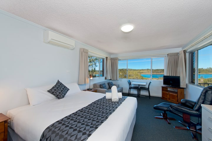 Riverview King Room @ Haven Waters