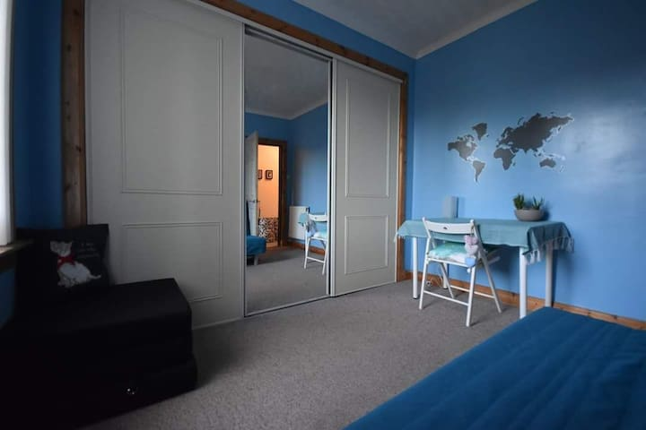 Blue dreams, near to centre, airport, Bellahouston