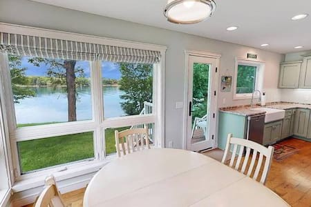 New Lakeside Cottage with a Beautiful View