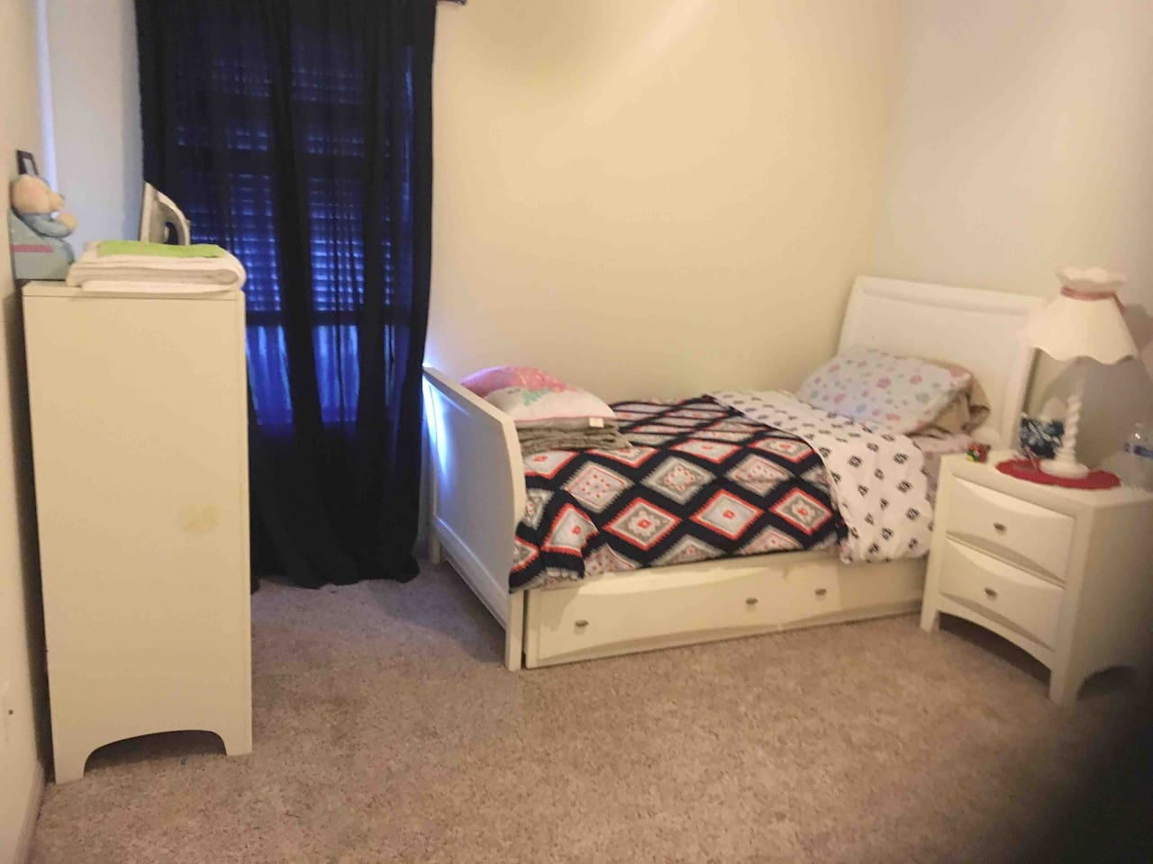 Twin bed, has a trundle for second guest- child or non claustrophobic adult