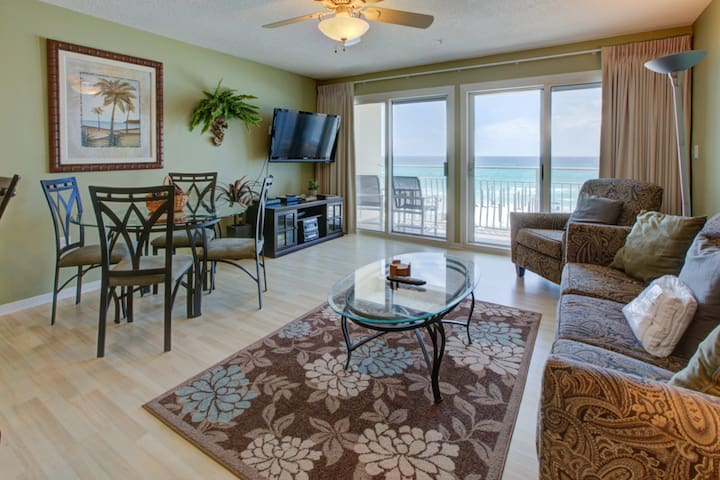Lovely Gulf Condo w/ Balcony w/ Outdoor Shower! Beach Equipment Included