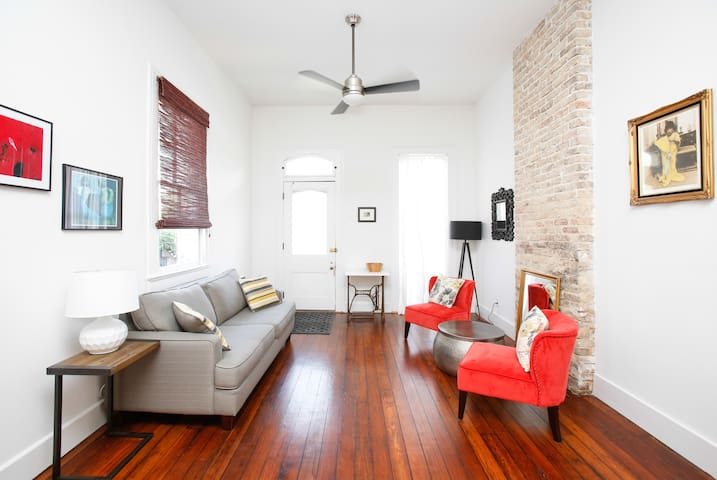 Stylish Retreat steps to French Quarter 1 BR