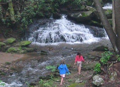 Laughing Waters Creekside Lodge - Gerton