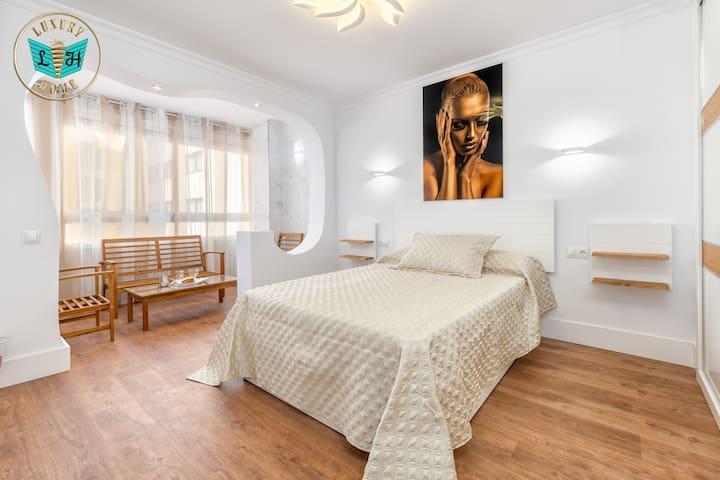 Dormitorio de matrimonio Con Balcon.