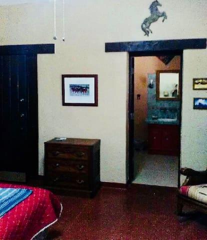 Deluxe Suite (Cabot Room) Birding galore!