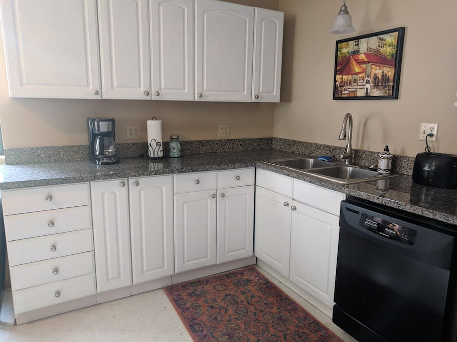 Fully equipped and well stocked kitchen with granite countertops.