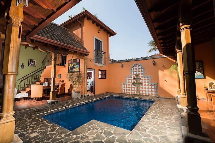 Casa Leona - Colonial Home Walking to the Beach - Tamarindo - Ev
