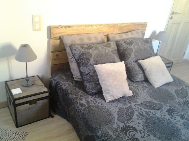 Chambres dans maison avec piscine - Puissalicon - Hus