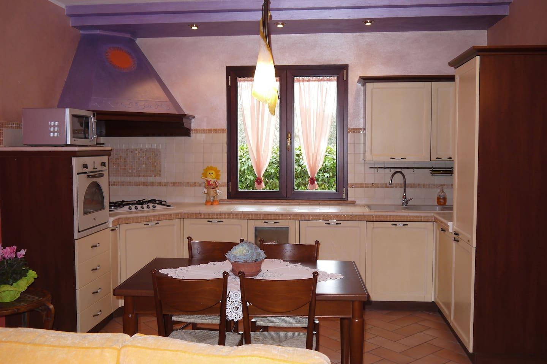 Open space: cucina e sala.