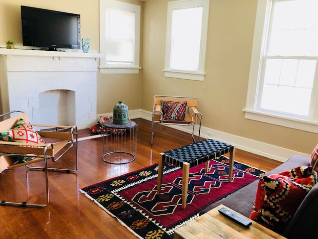 Spacious and Bright! Apartment in South Highlands