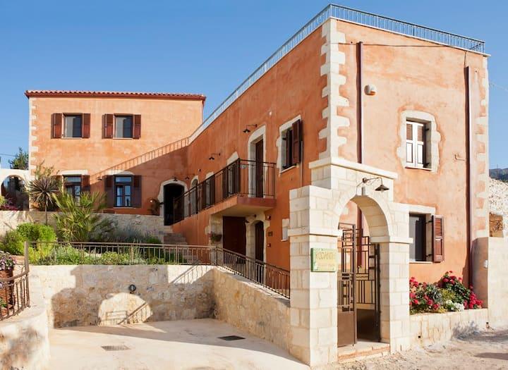 Renovated Villa w/Pool, 4km from Beach/Restaurants