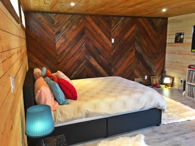 Groovy Bedroom Area Queen Bed