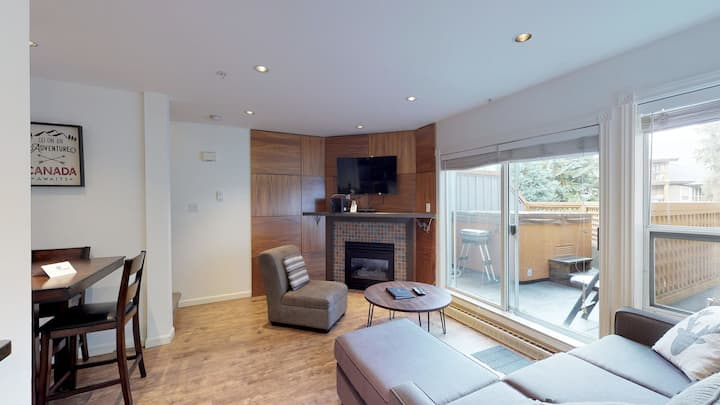 Amazing Location with PRIVATE Hot Tub by Harmony Whistler