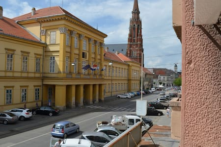 """ DOWNTOWN"",.BRAND NEW, OSIJEK,**** - Osijek - Appartement"