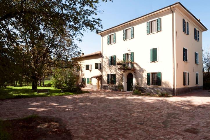 Double room near Bologna - Monteveglio - 家庭式旅館