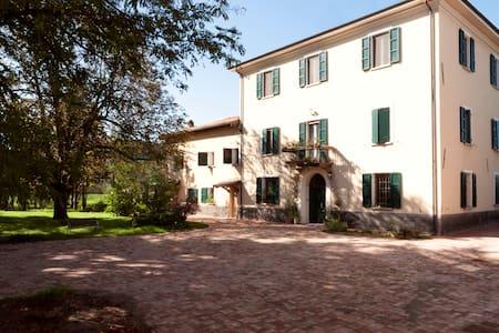 Double room near Bologna - Aamiaismajoitus