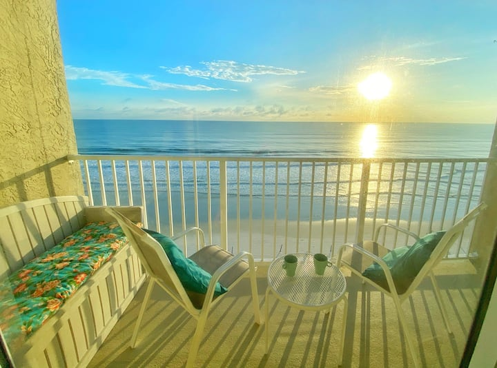 Beautiful Ocean Front Studio in Daytona Beach!