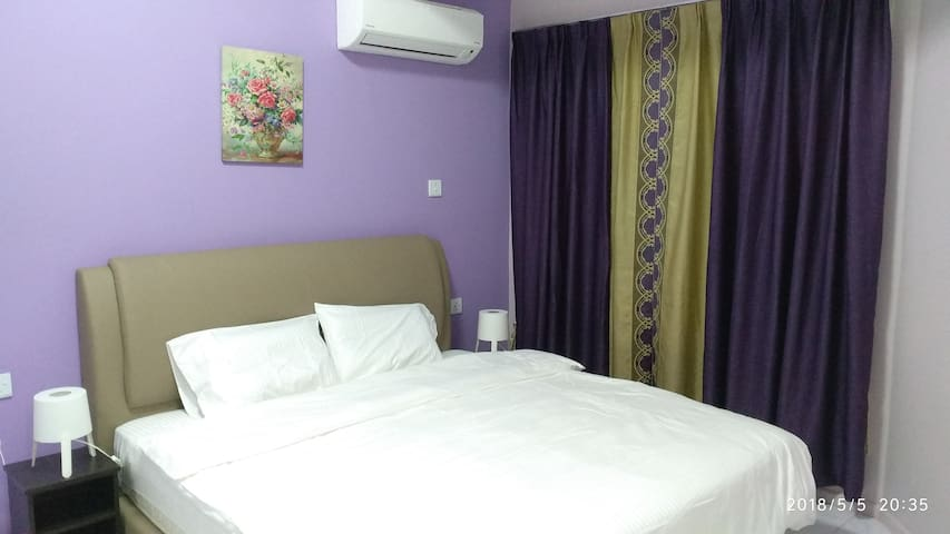 Shared Apartment at API-API  Center ( King bed R1)