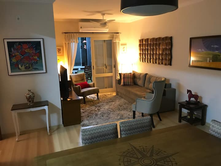 Amplo e aconchegante apartamento na zona central.