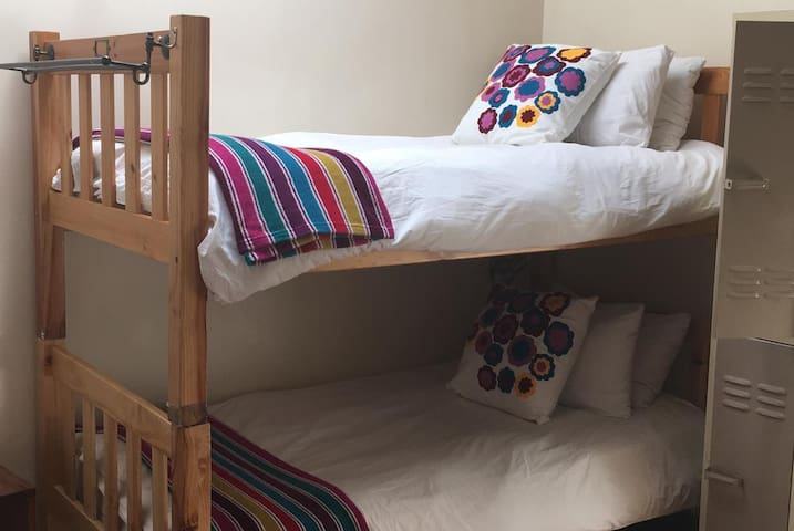 A Sunflower Stop - Bed in 6-Bed Dormitory Room