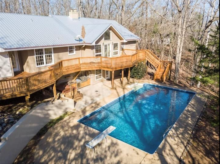 Welcome to Paradise. Gameday Home w/ Pool & Hotub!