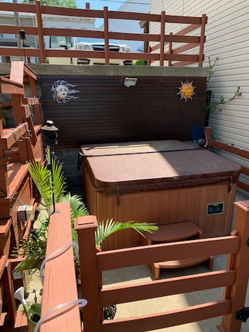Hot tub and outdoor area