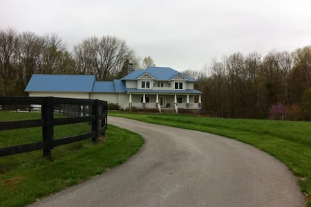 Blues End Farm Bed and Breakfast - Shelbyville - Bed & Breakfast