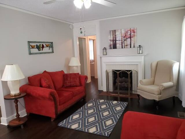 Charming Augusta Cottage - Minutes from campus