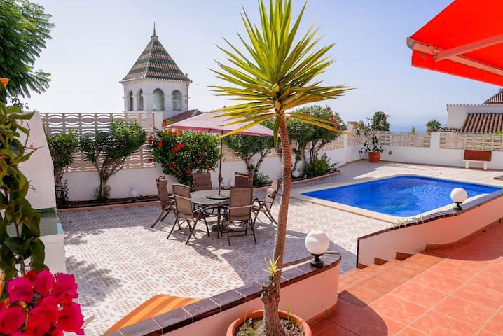 Luxury villa with private pool, sea views & garage - Nerja - Casa de campo