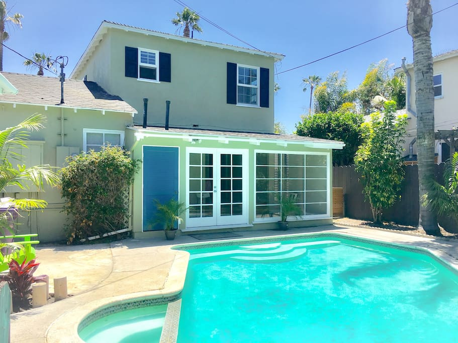 Our Newly Remodeled Townhouse with Private swimming Pool Large backyard and BBQ grill.