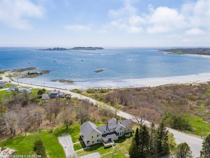 Beautiful Kettle Cove Apt Steps to Beaches