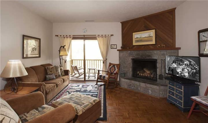 Finch #7 - Chetola Resort 1BR Condo Overlooking Moses Cone National Park w/ Use of Full Resort Amenities Including Heated Indoor Pool
