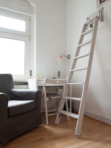 Gemütliches Zimmer mit Hochbett - Berlin