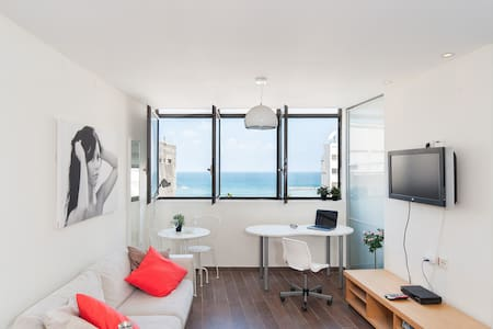 112 HAYARKON ST - BY THE BEACH - SEA VIEW - Tel-Aviv-Yafō