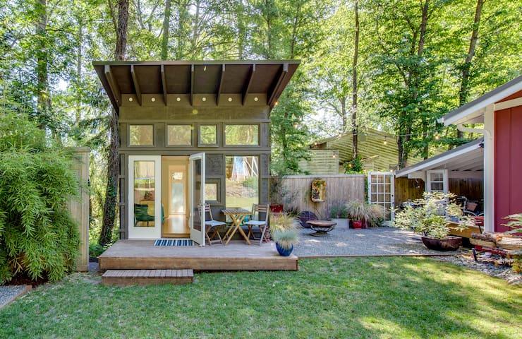 Guesthouse, backyard and patio garden.