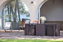 Table d'extérieure sur la terrasse