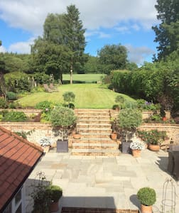 Hampshire Cottage within great entertaining space - Nutley - Talo