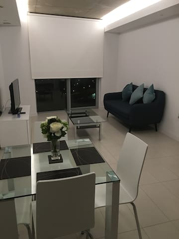 Deluxe Apartment Walking Distance from Excel