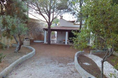 Villa Romana a Santa M. di Leuca,5 minuti dal mare - Leuca