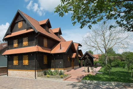Croatian traditional oak wood house - Topolje