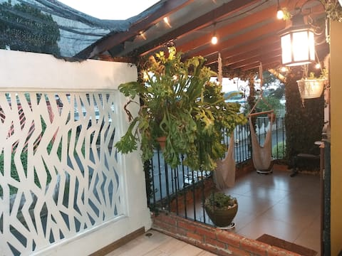 A/C New charming studio airport stay, Alajuela