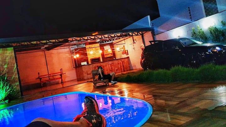 Edícula e área de festas com piscina