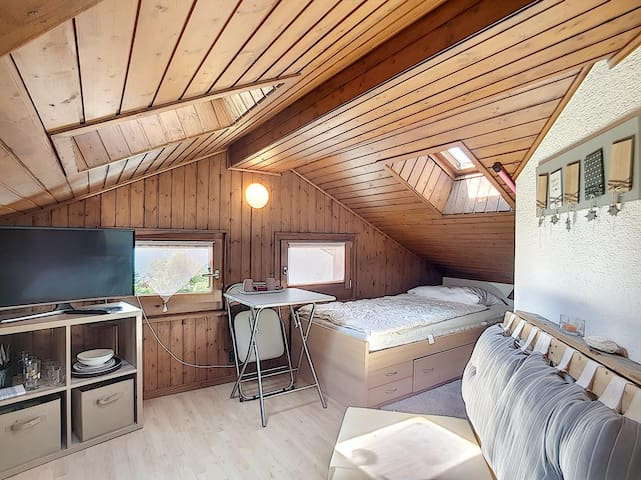 Nice Bedroom on the 3rd floor, in the centre of Verbier.
