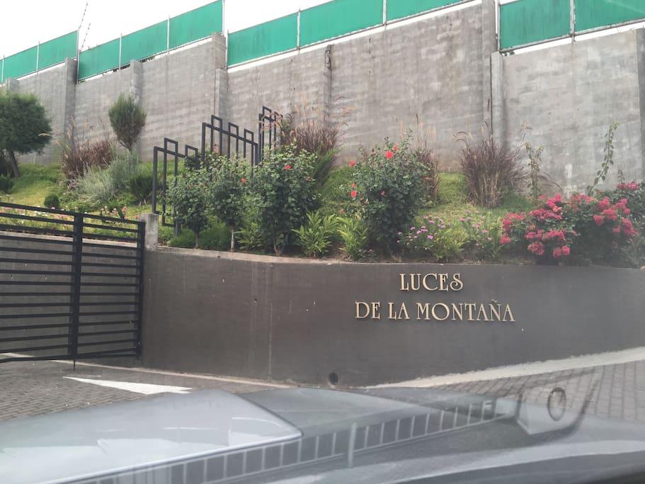 Condominio Residencial Luces de La Montaña, ubicado a unos kilometros del parque boqueron, el salvador, excelentes restaurantes, vistas espectaculares de San Salvador y los mejores Cafes.