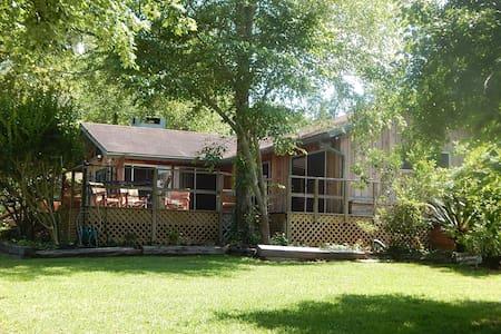 Double Bar B Guest Ranch-Rose Cabin - Plantersville