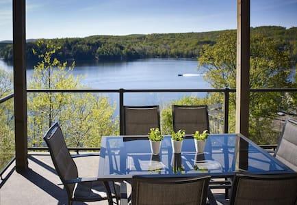 Muskoka condo on the lake($999/wk) - Huntsville - Osakehuoneisto