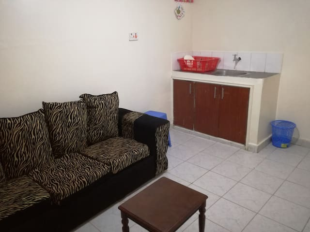 Clean Private House 5 min to Jomo Kenyatta Airport