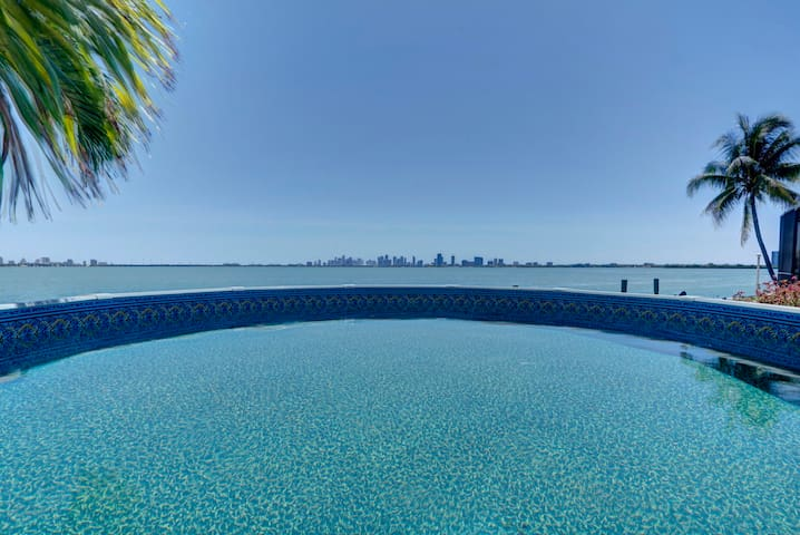 Stunning Waterfront Home - Miami Beach - Talo