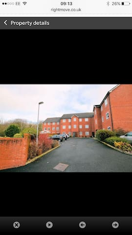 Modern , fully furnished 2 bed flat.